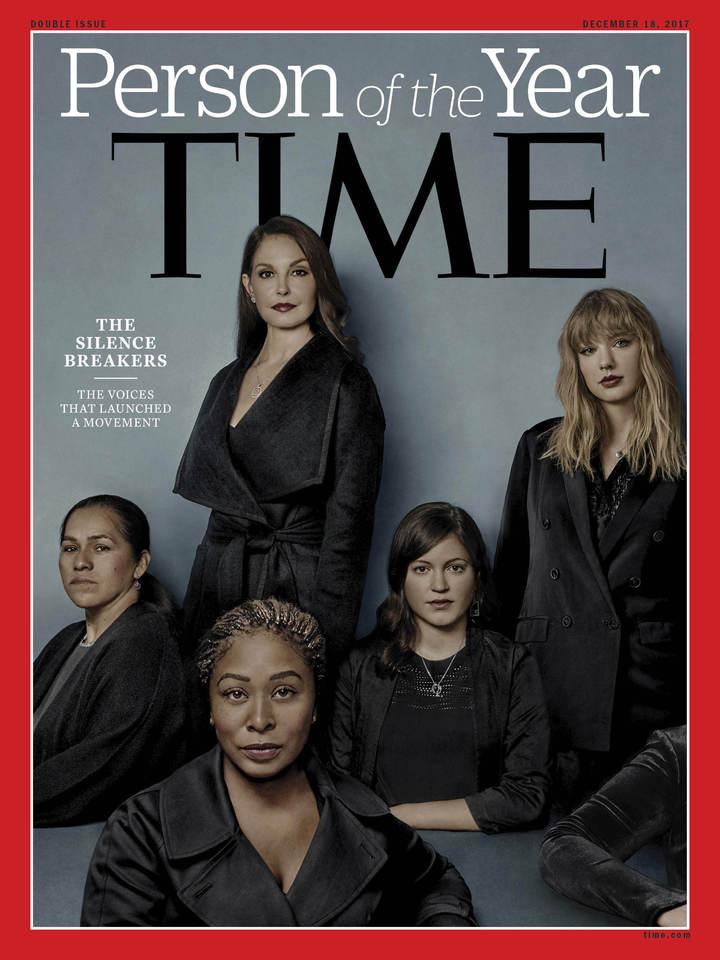 時代雜誌6日公布2017年的年度風雲人物「打破沉默的性侵受害者群」,代表人物:帕斯奎爾(化名,左一)、伊伍(左二前)、賈德(左二後)、福樂(右三)與泰勒絲(右二)。僅手臂入鏡者(右一)為一位希望匿名以免工作不保的醫院員工,同時代表無法開口的受害者。時代雜誌