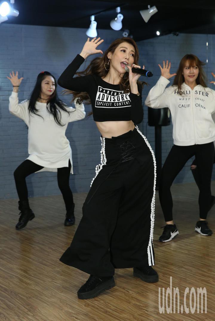黑蝴蝶愷樂為演唱會勤加練舞彩排。記者林俊良/攝影