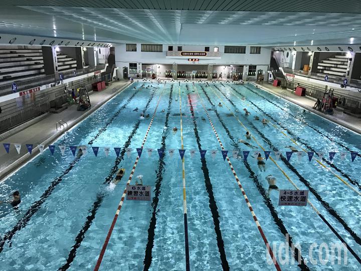 今年2月,池姓男子到基隆市立游泳池游泳,不幸溺水,家屬怒告場長和救生員業務過失致死。記者吳淑君/攝影