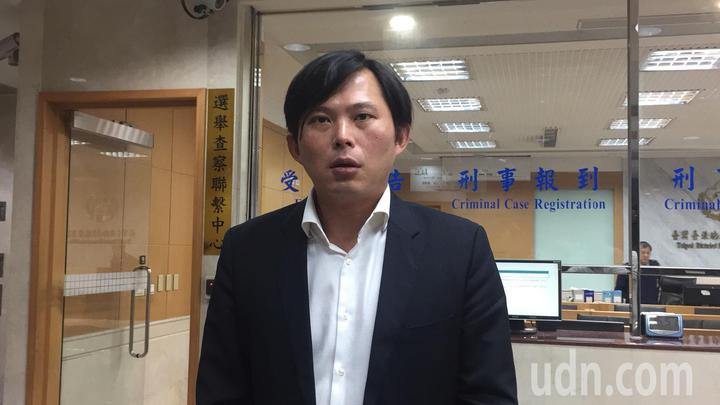 立委黃國昌下午赴台北地檢署告發金管會前主委李瑞倉,涉貪污治罪條例之圖利罪。記者賴佩璇/攝影。