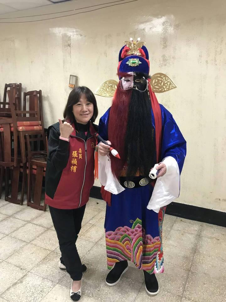 萬華青山宮一年一度的「青山王祭」今天下午登場,今年祭典特別找回30年不見的傳統藝陣「人扮陰陽師公」化災解厄。圖/青山宮管委會提供