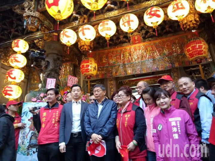 萬華青山宮一年一度的「青山王祭」今天下午登場,市長柯文哲、立委林昶佐都到場參與。記者吳思萍/攝影