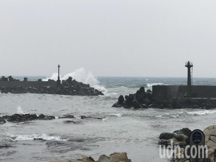 漁民抱怨都出人命了,請政府延長防波堤,讓港嘴穩靜度好一點,不要再有漁船受害。記者吳淑君/攝影