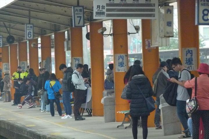 內壢站是台鐵全國三等站搭車人最多的站,平均每天有1萬6000多人次進出。記者鄭國樑/攝影
