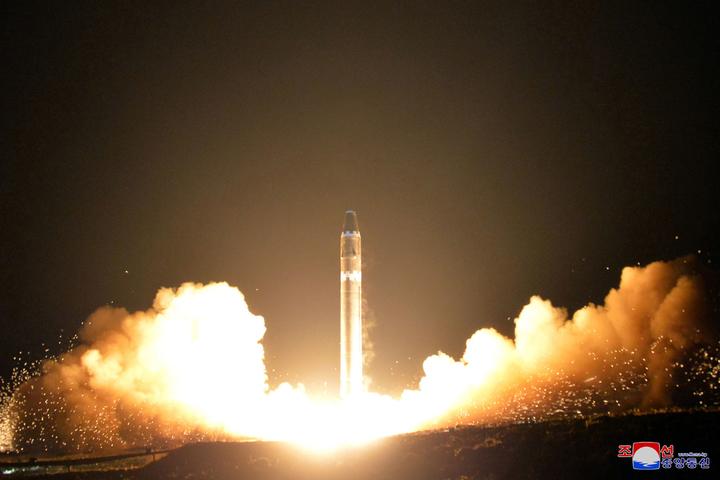 憂北韓飛彈不長眼,新加坡航空更改飛行航線。路透