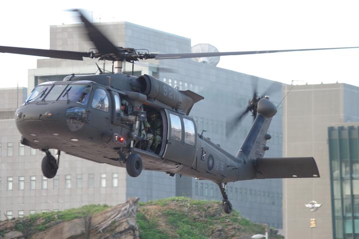 完成任務後起飛的UH-60M直升機。記者程嘉文/攝影