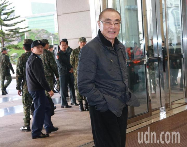 國防部長馮世寬對慶富公司提出解約後,慶富提出回擊表示將送請監察院調查一事,一連說了3次「請便」。記者黃義書/攝影