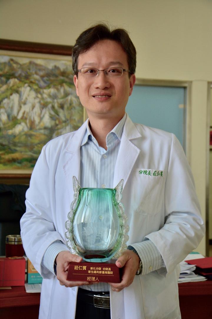 衛福部台南醫院新化分院長莊仁賓不到5年時間,讓醫院起死回生。記者吳淑玲/攝影