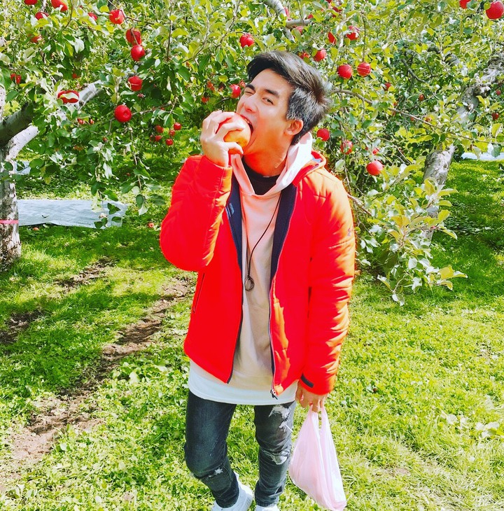 李博翔到日本東北旅遊逛蘋果園。圖/金熙提供