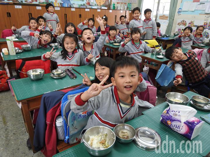 台南新化區公所積極整合學校及有機農民等成立在地健康食材供應平台,要讓新化學生吃得安心。記者吳淑玲/攝影