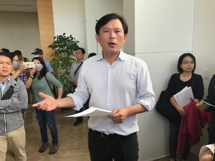 黃國昌南下高雄直衝慶副總部。記者林伯驊/攝影