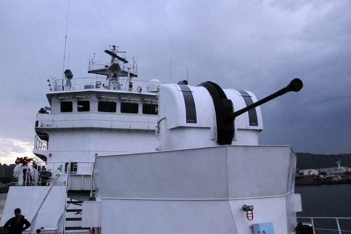 海軍過去無償撥交海巡署8門40快砲,配備在海巡新北、高雄、宜蘭、苗栗等8艘艦艇上,由中科院進行安裝及測試。記者洪哲政/攝影