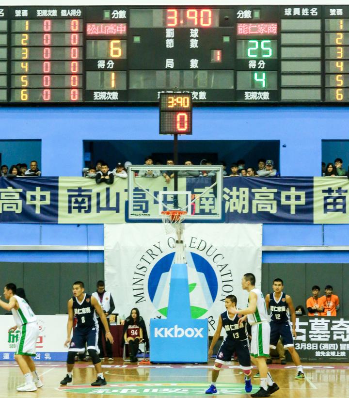 松山第一節僅得6分。  記者鄭清元/攝影