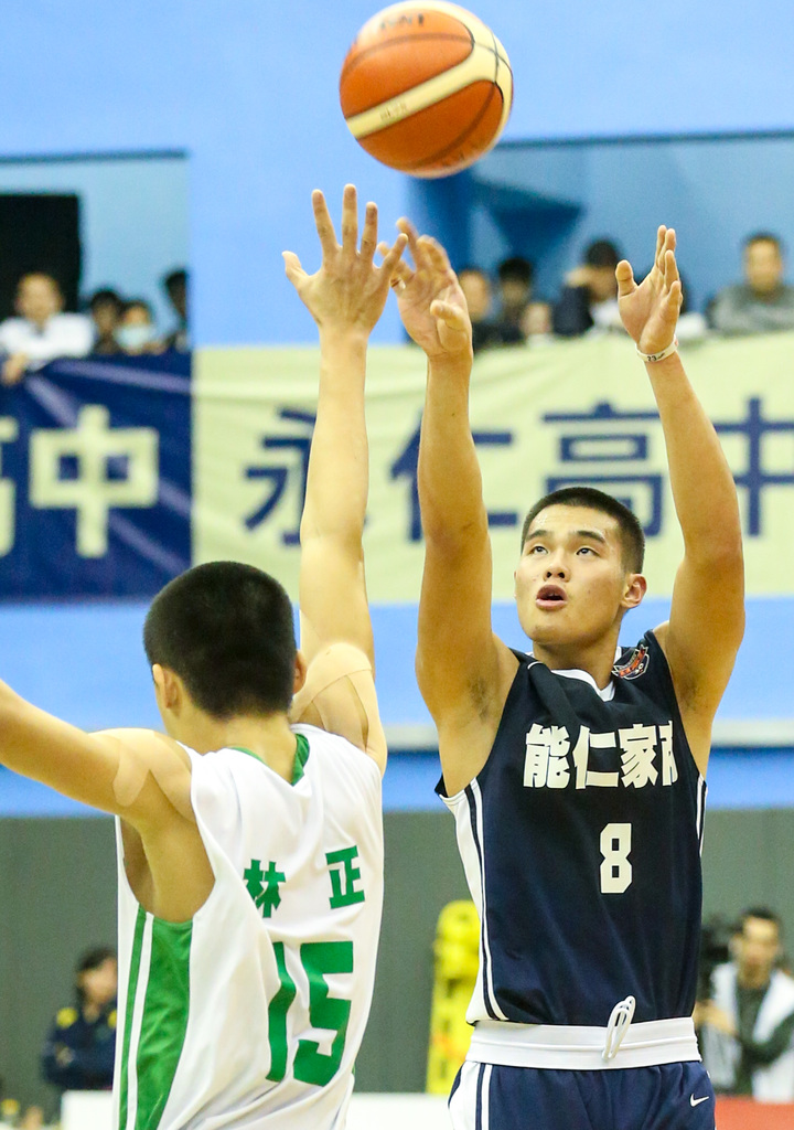 能仁前鋒陳范柏彥飆進生涯新高6記三分球。  記者鄭清元/攝影