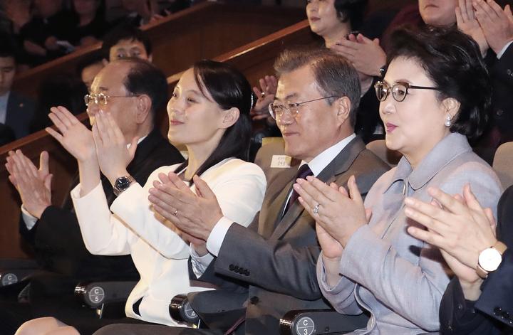 南韓總統文在寅與金正恩胞妹金與正頻繁接觸,11號晚間一同欣賞三池淵管弦樂團在南韓的最後演出。美聯