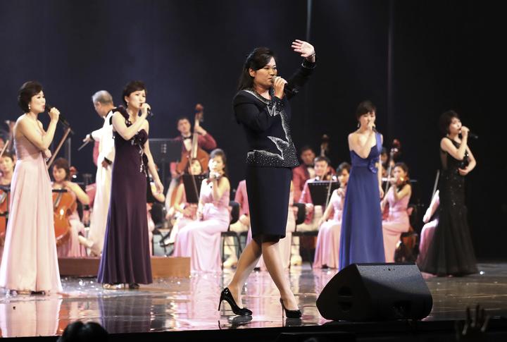 三池淵管弦樂團11號舉行南韓最後一場演出,團長玄松月特別登台獻唱。美聯