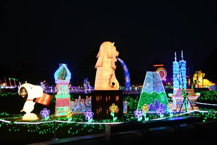2018桃園燈節即將在年初六21日點燈開啟,全台唯一授權Snoopy成為燈亮點,圖中為「世界風情之亞洲」燈區,十分亮眼。圖/觀旅局提供