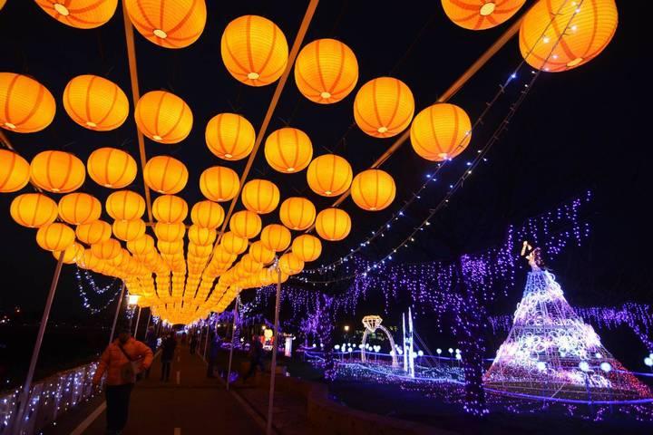 2018桃園燈節即將在年初六21日點燈開啟,桃園主燈區的「事事如意」花燈,設計「為花蓮祈福」燈區關懷災民。圖/觀旅局提供