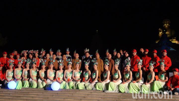 佛陀紀念館今年邀請到大陸昆明市民族歌舞劇院帶來雲南獨特的「孔雀舞」,每晚7點配合「光照大千-3D光雕祈福活動暨提燈大會」演出。記者王昭月/攝影