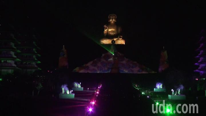佛光山平安燈法會光照大千3D光雕秀,今晚試燈。記者王昭月/攝影