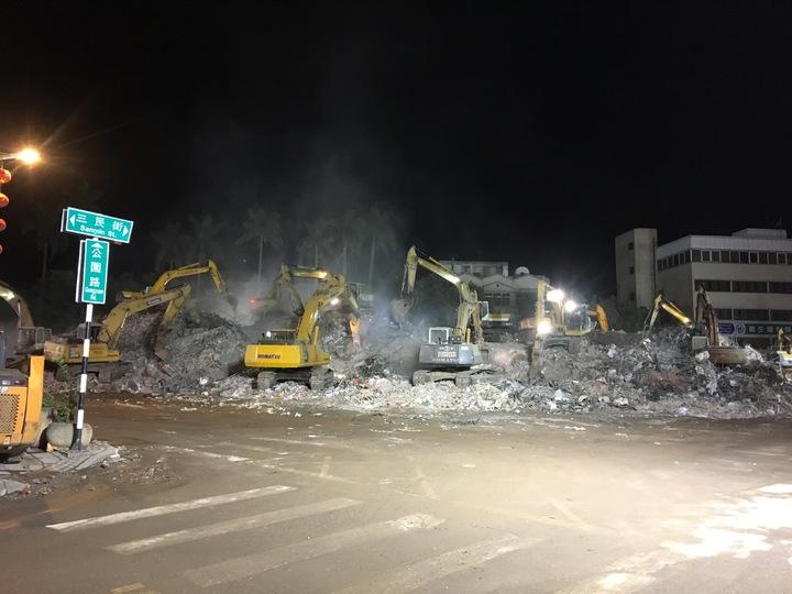 因地震塌陷的統帥飯店已夷為平地,統帥將在明天晚上徹底處理完畢。記者徐庭揚/攝影