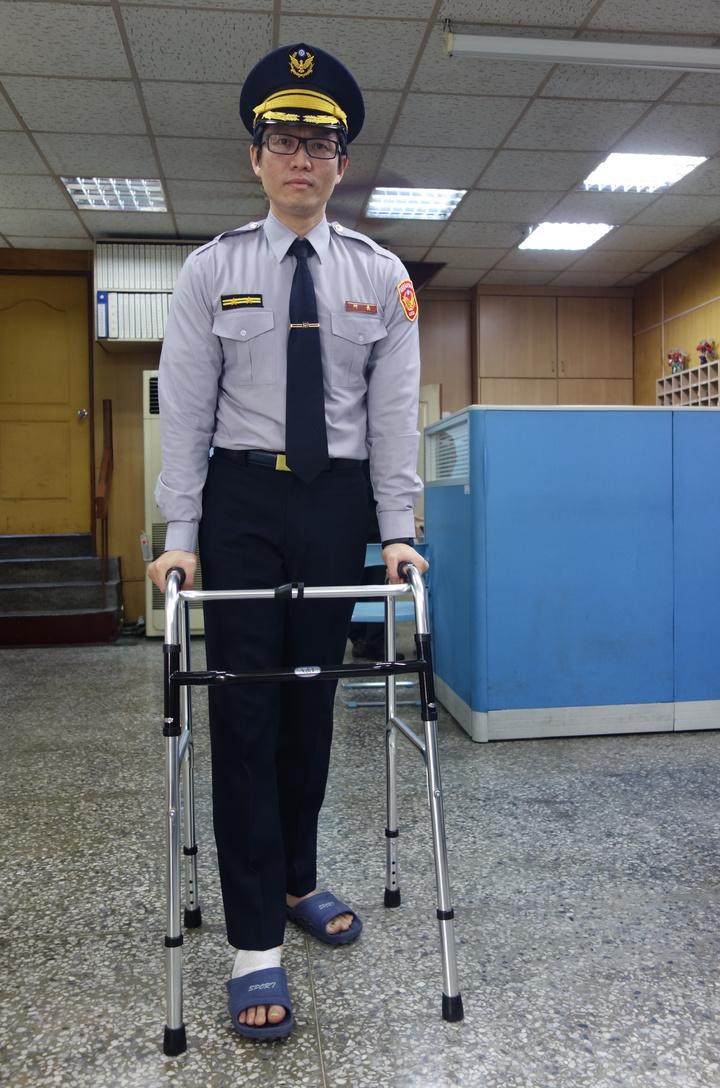 吳銘雄當時要拿著助行器行走,現可以正常走路,他也持續復健,只是還不大能跑步。圖/報系資料照