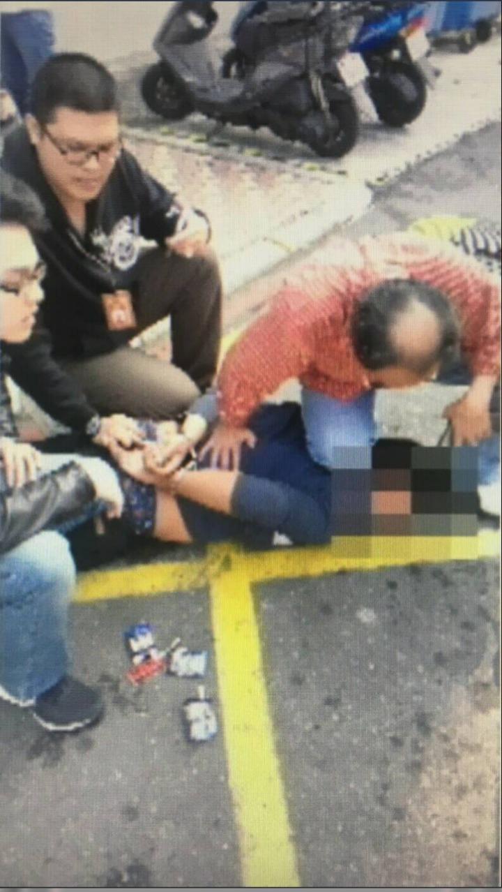 警方事後逮捕衝撞所長的嫌犯張姓男子,將他壓制在地。圖/報系資料照、翻攝畫面。