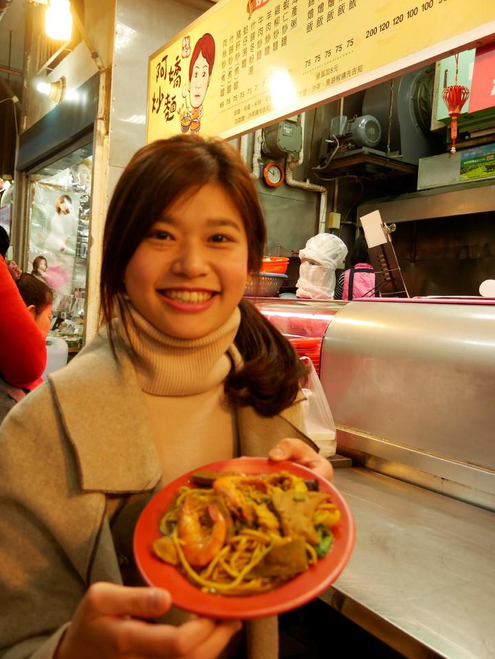 阿嬌炒麵可以要求咖哩加重,加重口味的炒麵,香到不行,豬肝粉嫩粉嫩的,非常好吃。記者吳淑君/攝影