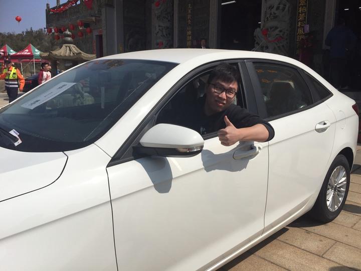 28歲的工程師以20聖筊勇奪汽車大獎,他也覺得不可置信。記者蔡家蓁/攝影