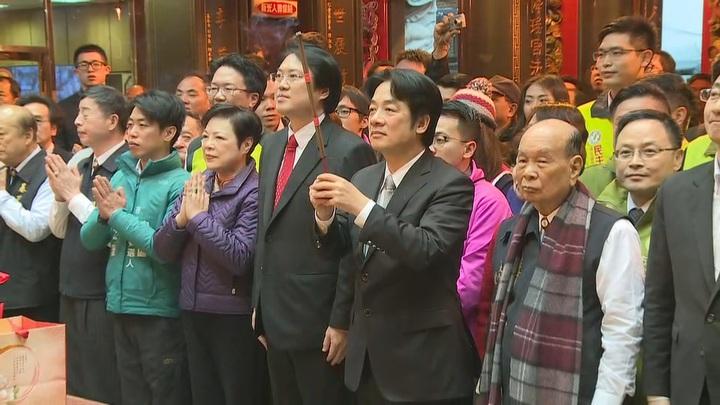 行政院長賴清德下午到基隆慶安宮參拜祈福。記者陳聖文/攝影。
