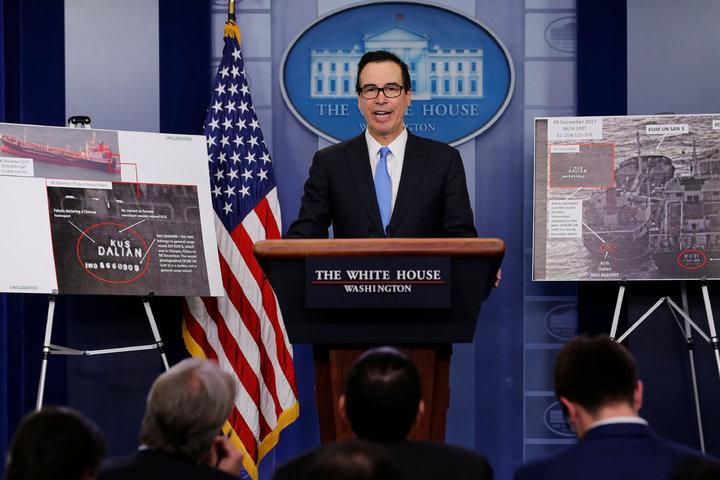 美國財政部長米努勤23日在白宮召開記者會,說明史上最大的北韓制裁包裹,將協助北韓規避國際制裁的1名個人以及接近60個實體與船舶打上黑名單。(路透)