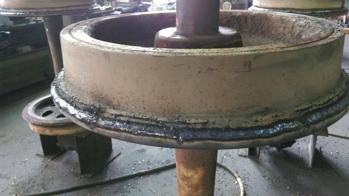 森鐵員工說為節省成本,長年以來車輪先焊補再車削,但安全性堪慮。圖/讀者提供