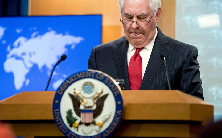 美國國務卿提勒森13日被總統川普開除後,於國務院召開告別記者會,對川普本人隻字未提。美聯
