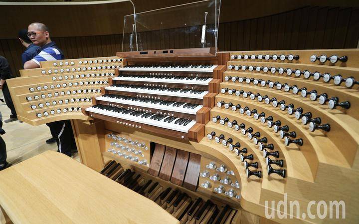 衛武營藝文中心即將啟用,擁有2,000席的衛武營音樂廳聲響效果十分完美。記者劉學聖/攝影