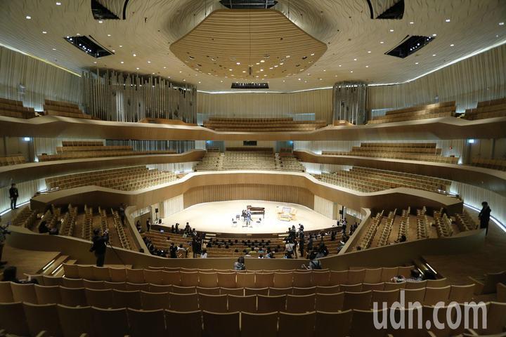 全台唯一的葡萄園式音樂廳擁有2000席座位,以盒中盒概念設計建造,包括了德國進口有9,085支的管風琴,也是世界最大。記者劉學聖/攝影