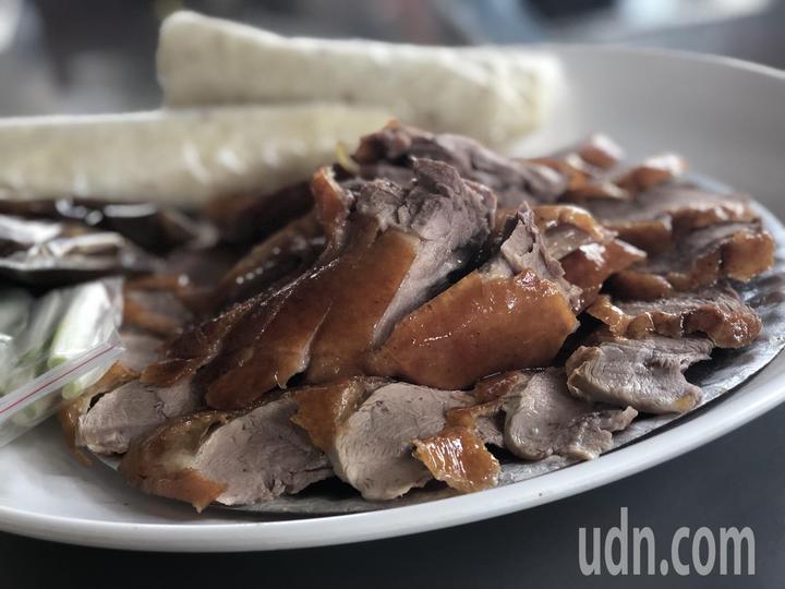 嘉義市老字號「世賢烤鴨」是不少老饕熟悉的美味。記者王慧瑛/攝影