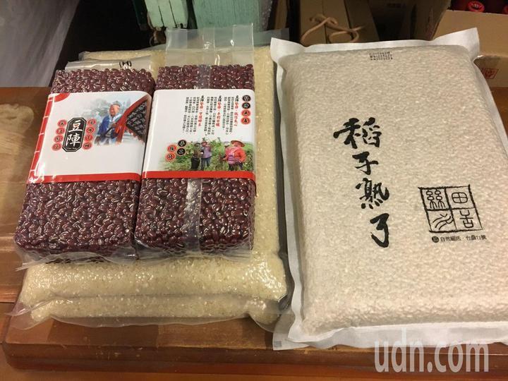 這次參與友善市集的夥伴來自全台各地,包括稻子熟了自然農法稻米、豆陣宋江紅豆等,都是訴求自然的農產品。記者王慧瑛/攝影