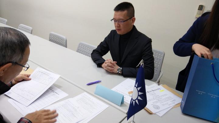 登記參選台北市長 孫大千拔頭籌,首先完成登記。記者楊正海/攝影
