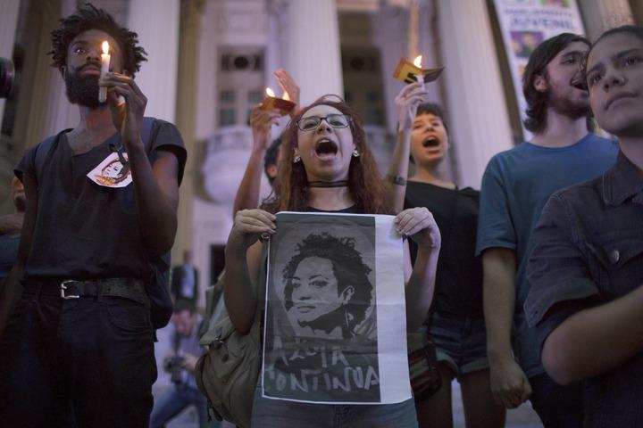 巴西里約市議員佛朗哥(Marielle Franco)14日遭槍殺,上萬民眾聚集在市議會前佛朗哥哀悼,並高聲怒吼「要真相」。美聯
