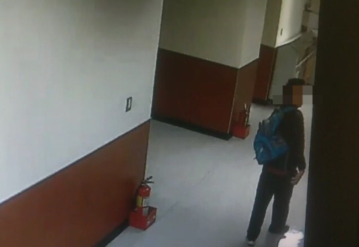 張嫌潛入台大校園安裝自造的偷拍神器馬桶吸把。記者蕭雅娟/翻攝