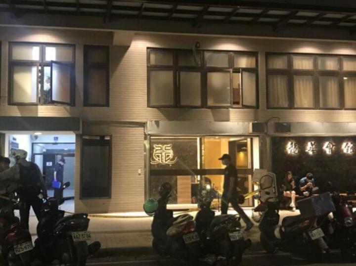 新北市板橋區龍華會館昨晚驚傳槍響,警方凌晨循線逮回4名涉案男子。記者袁志豪/攝影