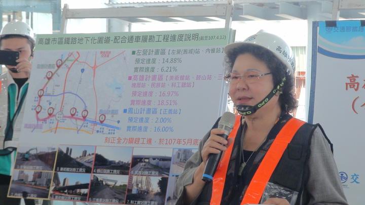 即將在下周接任總統府祕書長的高雄市長陳菊今天巡看鐵路地下化及位在附近的第71期重劃區、部分園道工程,叮嚀在她市長任內一定要如期、如質完成。記者謝梅芬/攝影