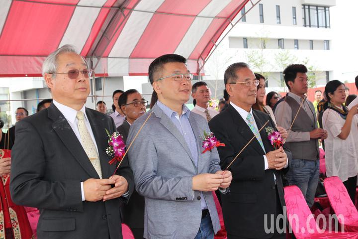 立法院副院長蔡其昌(中)上午指出,未來立法院能設在離台中高鐵站不遠的成功嶺,民眾集會遊行方便,甚至可以讓陸客去參觀什麼是台灣民主。記者黃寅/攝影