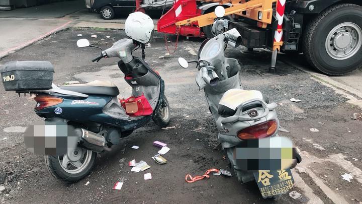 基隆市邵姓男子騎機車搶奪一名婦人皮包,作案後將贓車丟棄。記者游明煌/ 翻攝