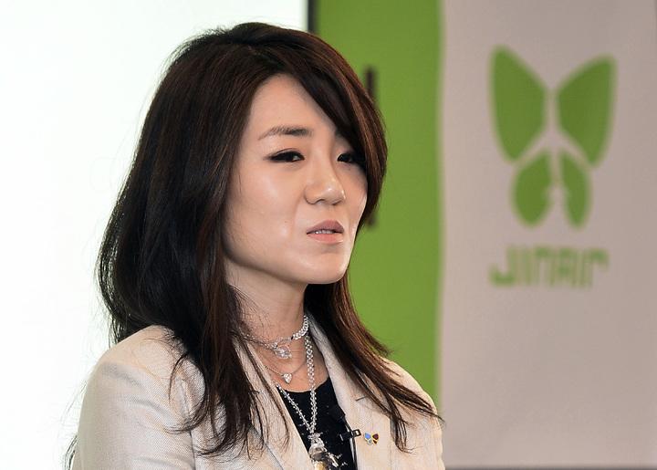 大韓航空二千金趙顯玟,遭爆料在廣告會議上行為囂張跋扈,不但飆髒話還拿水瓶砸人再度引發眾怒。美聯