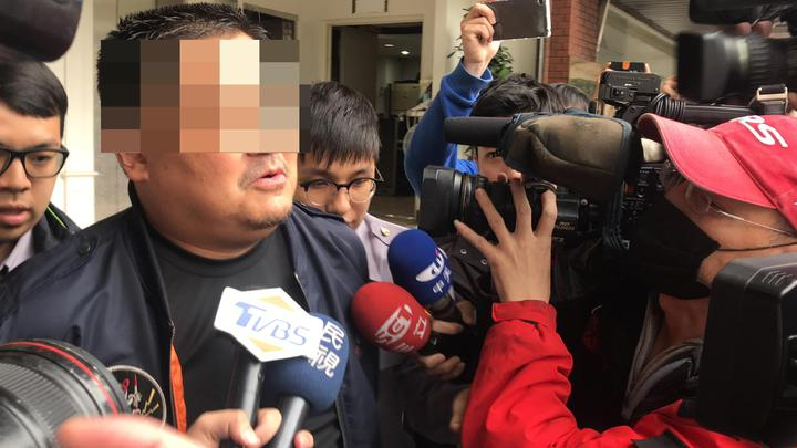 朱姓男子聲稱「我是爸爸,為什麼不能帶小孩走」。記者袁志豪/攝影