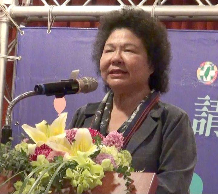 高雄市長陳菊今天表示,她的市府團隊和周遭所有好朋友都反對她接總統府祕書長,但她珍惜民進黨二次執政的機會,不忍心、也不願意看到民進黨改革過程面臨很多的挫折,所以力圖遊說團隊和好朋友。記者楊濡嘉/攝影