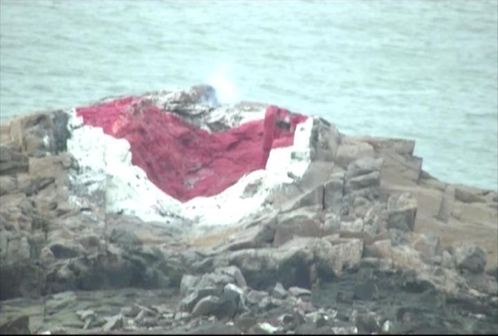 金防部今在峰上進行66 火箭縮射彈射擊,軍方在海上暗礁劃上主靶。圖/金防部提供