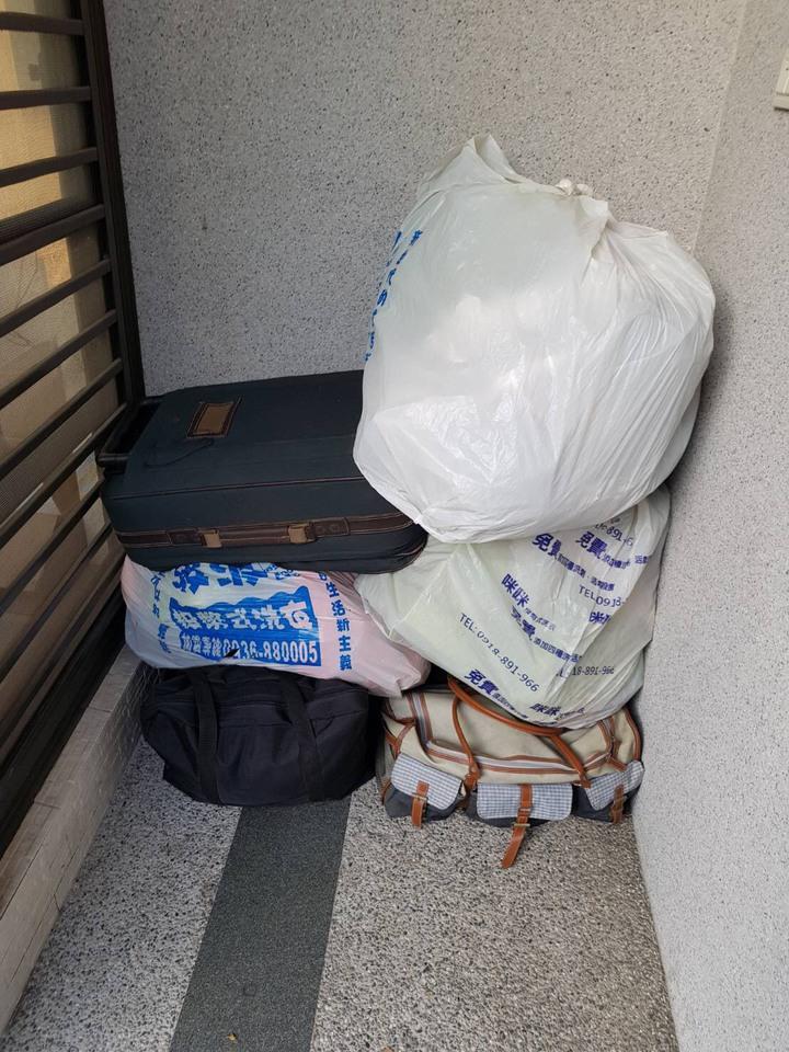 警方發現歐騎機車時,載運行李箱等物品,懷疑是贓物,上前盤查時候,歐騎著偷的機車。記者劉星君/翻攝