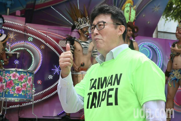 民進黨立委姚文智上午在立法院舉行「422大遊行」行前記者會,姚文智身穿「TAIWAN TAIPEI」T恤,訴求「守護台灣價值、捍衛首都站出來」。記者林伯東/攝影